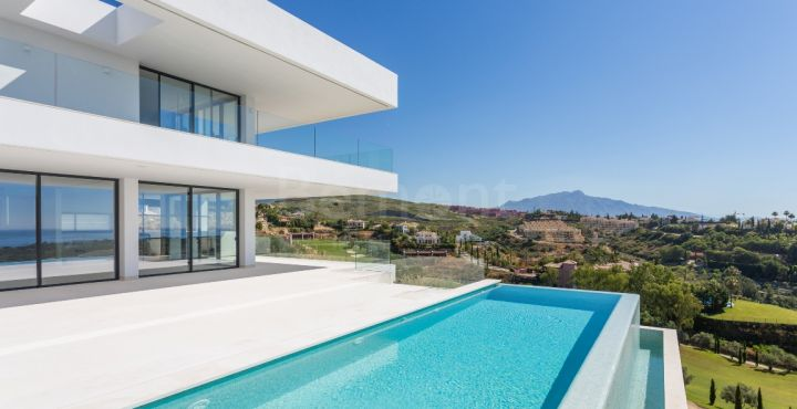 Frontline golf villa with panoramic views for sale in Los Flamingos Golf, Marbella West