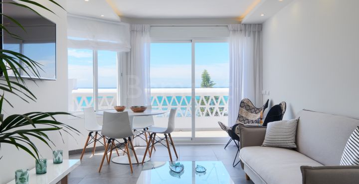 Modern Mediterranean front line beach penthouse in Calahonda, Marbella East