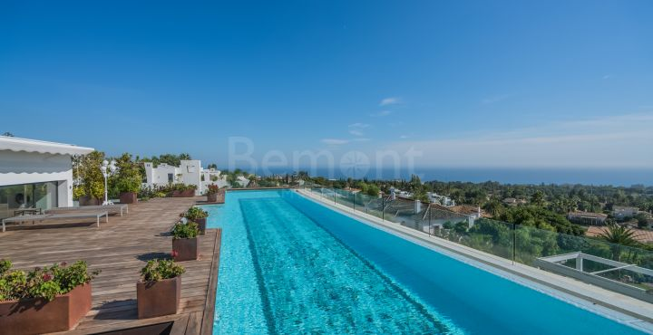 Penthouse with panoramic views for sale in Marbella Golden Mile