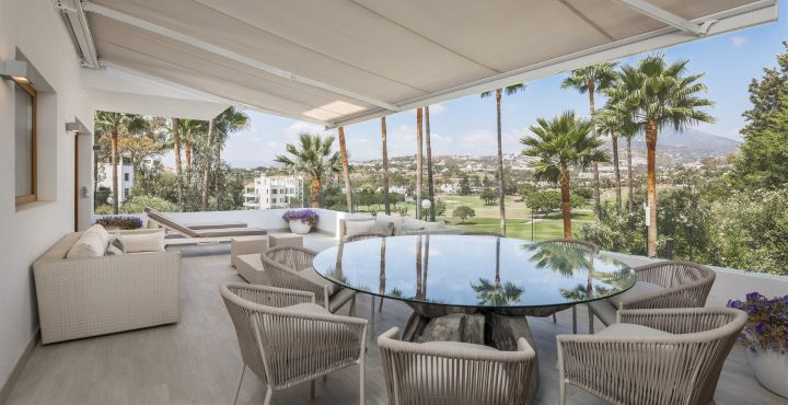 Front line golf apartment for sale in Los Naranjos Golf, Marbella