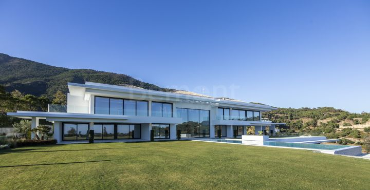 Modern luxury villa with panoramic views for sale in La Zagaleta, Marbella West