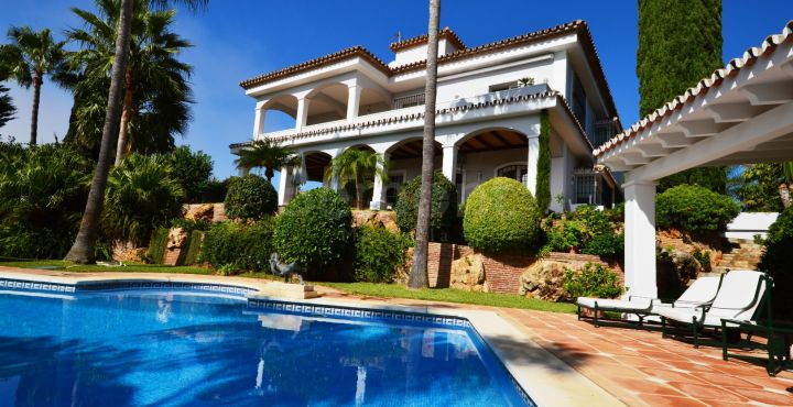 Outstanding 6 bedroom villa for sale in Bahia de Marbella, Marbella East