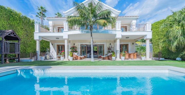 Exclusive beachside villa for sale in Casablanca, Marbella Golden Mile