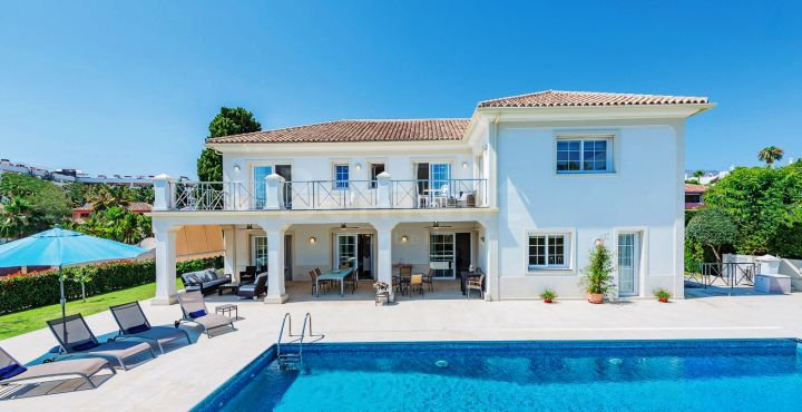 7 bedroom beachside villa for sale in Casablanca, Marbella Golden Mile