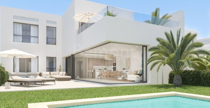 Outstanding townhouse with sea views in Marbella West