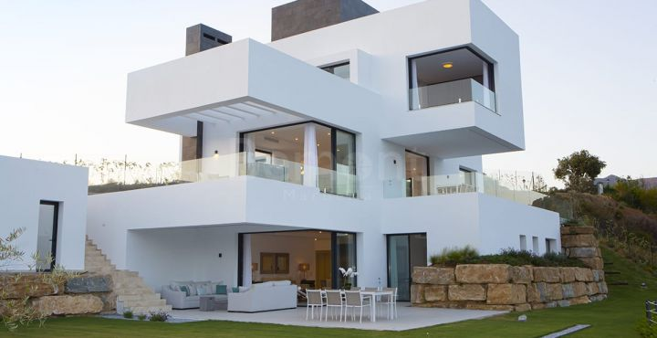 Modern villas with spectacular sea views for sale in Monte Mayor, Benahavis
