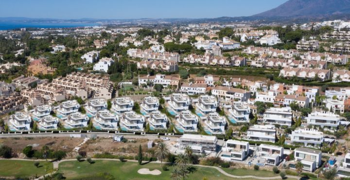 New golf villas for sale in Estepona