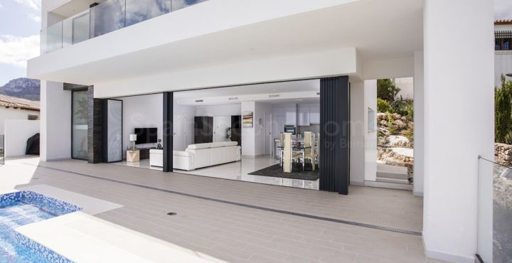 Villa with sea views for sale in Monte Pego, Costa Blanca North