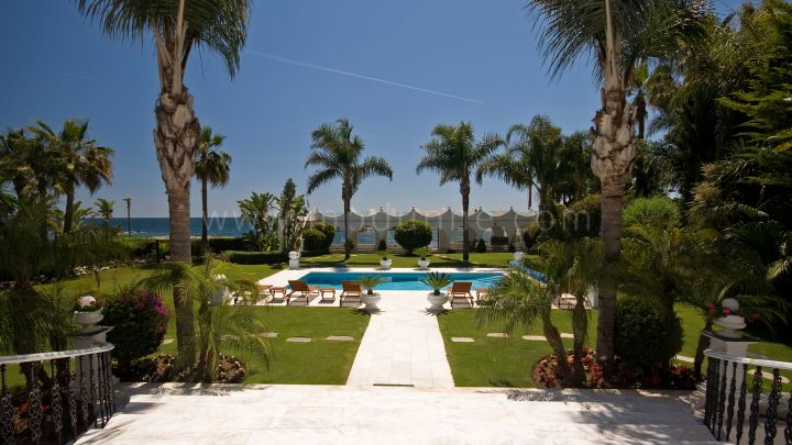 Marbella - Puerto Banus, Exceptional Frontline beach Mansion at Puerto Banus