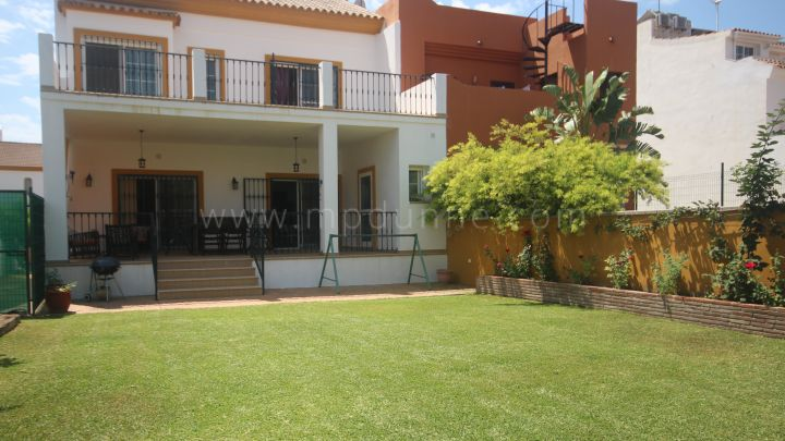 Nueva Andalucia, Nueva Andalucía, near La Quinta, Attractive semi detached townhouse