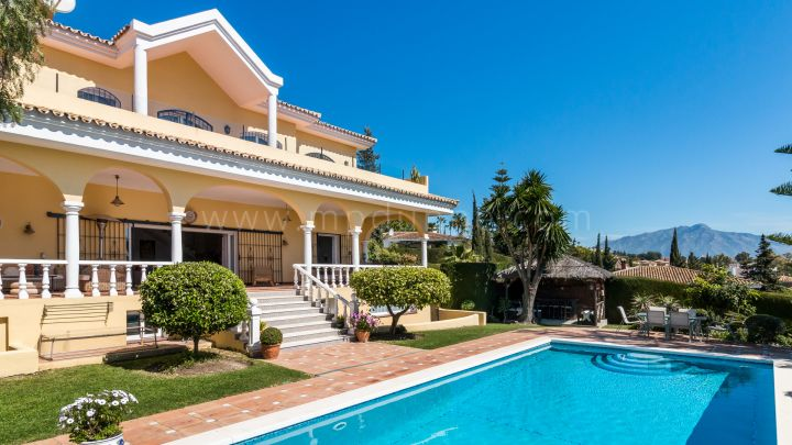Benahavis, Substantial Family Villa with Panoramic views in El Paraiso Alto