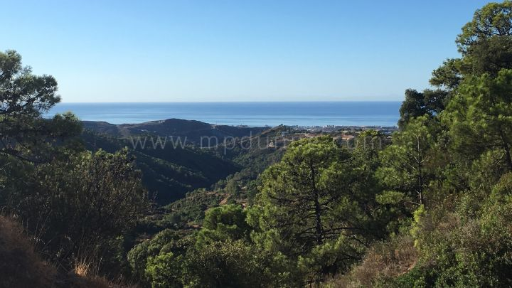 Benahavis, Monte Mayor Golf, Plot with uninterrupted Sea and Mountain Views