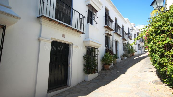 Marbella Golden Mile, Las Lomas del Marbella Club, Beautiful renovated townhouse