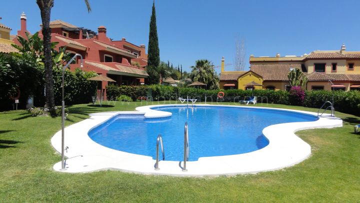Marbella Golden Mile, Townhouse in Tomillar de Nagueles with sea views on the Golden Mile