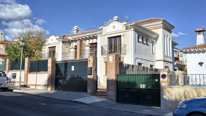 Marbella City, Marbella Centre, 5 bed Semi Detached House with renovation project in place