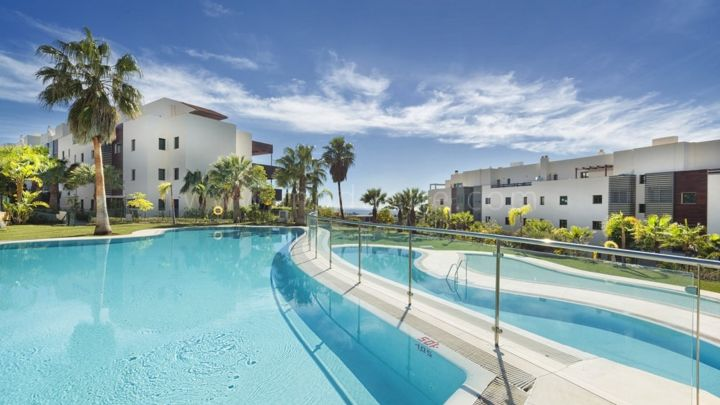 Benahavis, Residencial Hoyo 19, Los Flamingos Golf, Contemporary apartments and penthouses