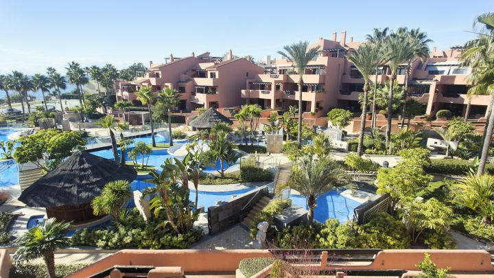 Estepona, Mar Azul, New Golden Mile, Estepona, Super Beachfront Penthouse for sale