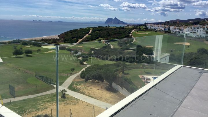 Alcaidesa, Frontline golf apartment in La Alcaidesa