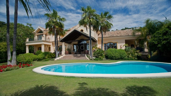 Benahavis, Classic Villa in La Zagaleta with sea and mountain views