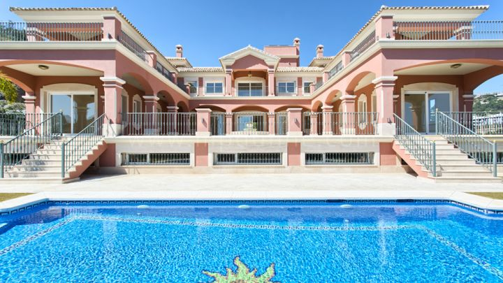 Benahavis, Beautiful new build villa in Los Arqueros Golf, Benahavis