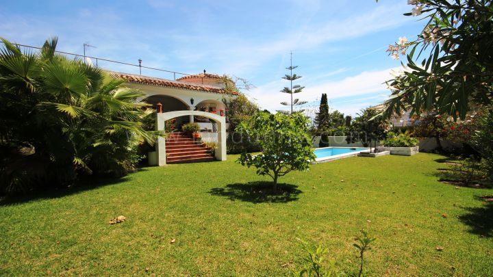San Pedro de Alcantara, Bargain Villa For Sale in Guadalmina Front line Golf !
