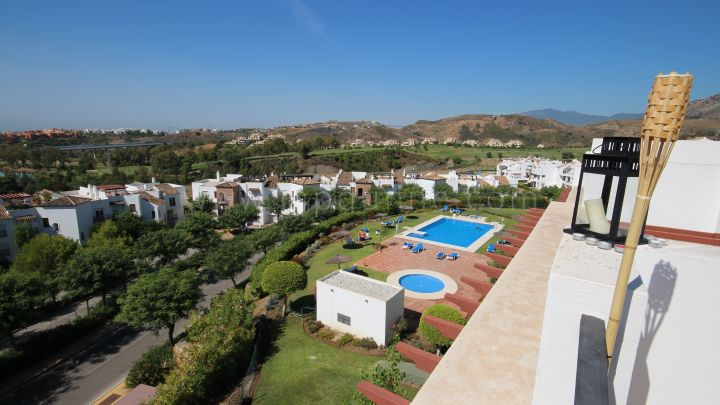 Benahavis, Two bedroom penthouse in Las Encinas Los Arqueros Golf & Country Club.