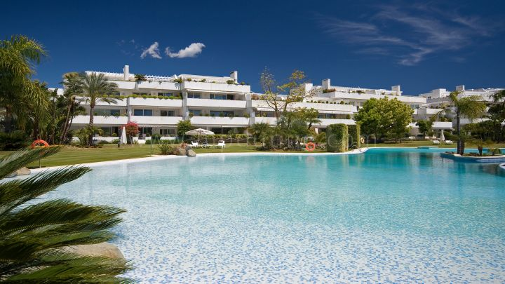 Nueva Andalucia, Stunning apartment in an exclusive golf complex in Nueva Andalucia