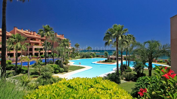 Marbella - Puerto Banus, Delightful ground floor apartment for sale in Malibu, Puerto Banus.