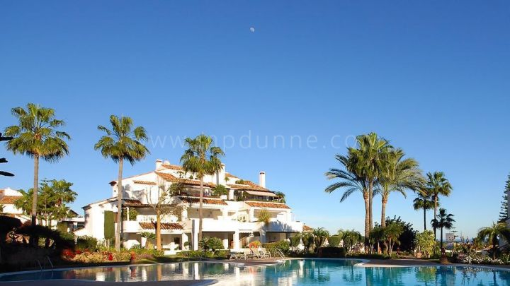 Marbella Golden Mile, Spacious ground floor apartment in Monte Paraiso Country Club.