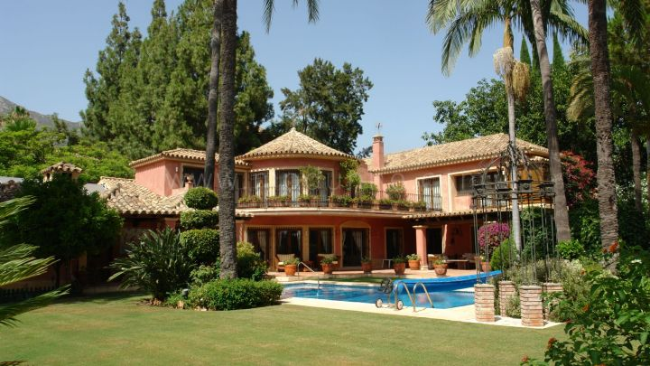 Marbella Golden Mile, Beautiful villa in Rocio de Nagueles, Marbella Golden Mile.