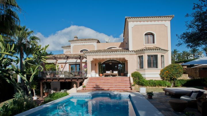 Nueva Andalucia, Villa for Sale in Nueva Andalucia Walking distance to the beach and Banus