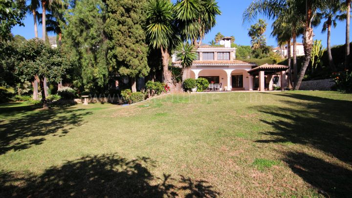 Marbella Golden Mile, Magnificent family villa in Marbella Hill Club