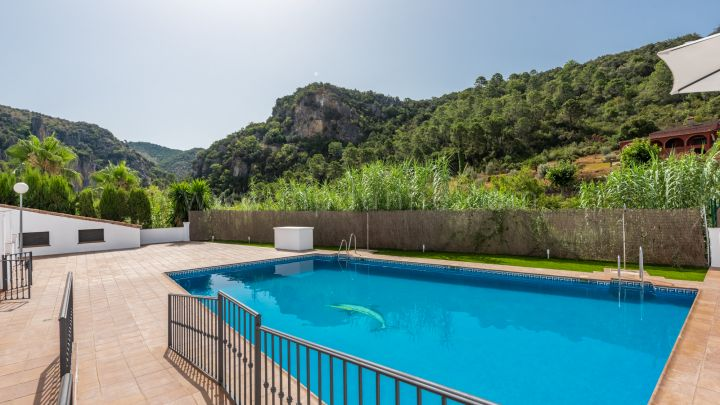 Benahavis, Brand new townhouses in the center of Benahavis