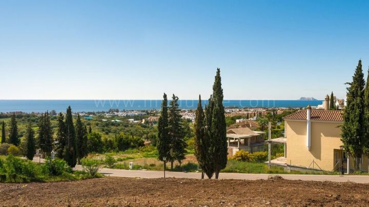 Estepona, Plot in El Paraiso Alto with Panoramic Sea views