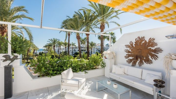Estepona, Fantastic beachfront penthouse in Dominion Beach, New Golden Mile, Estepona