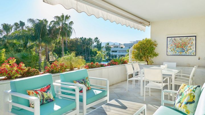 Nueva Andalucia, Luxury two-bedroom apartment in Los Granados Golf