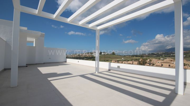 Estepona, Luxurious penthouse in Atalaya Golf