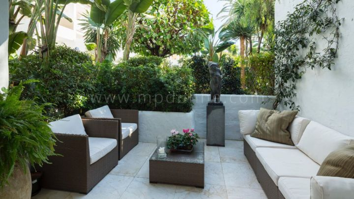 Marbella Golden Mile, Ground floor apartment for sale in Puente Romano