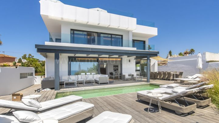 Marbella East, Spectacular frontline villa for rent in Costa Bella