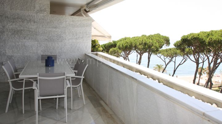 Mille d'Or à Marbella, Super appartement frontline beach dans le Golden Mile, Marbella