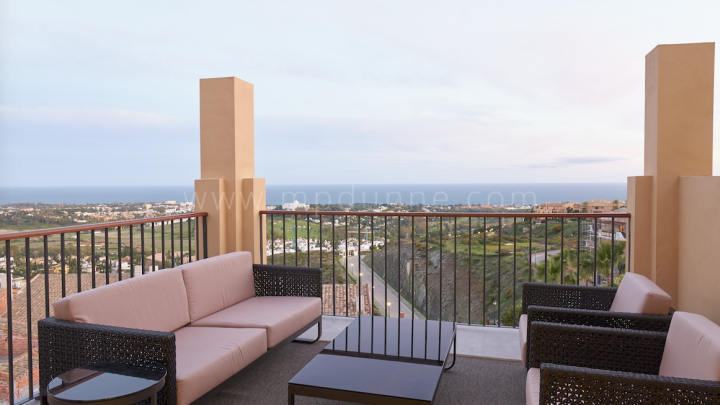 Benahavis, Modern penthouse in Benahavis with sea views!