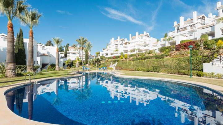 Marbella East, Stunning duplex penthouse in Los Monteros Palm Beach