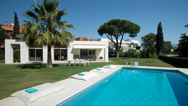 Estepona, Elegant, modern villa close to the beach in Casasola, Estepona