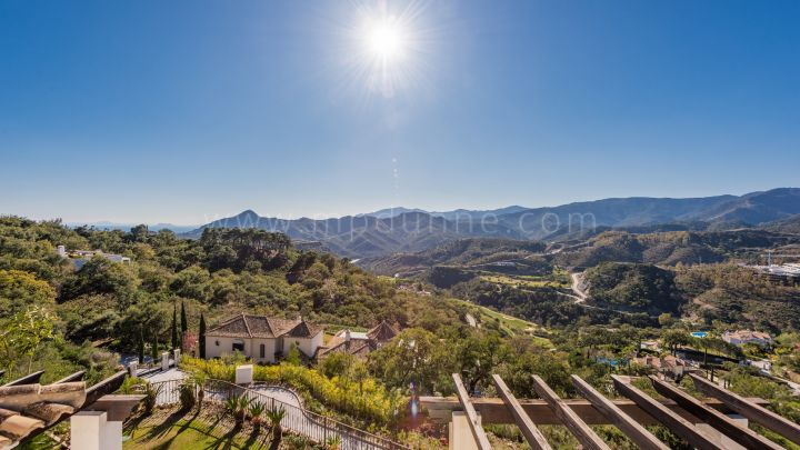 Benahavis, Stunning plot with panoramic sea views in La Zagaleta