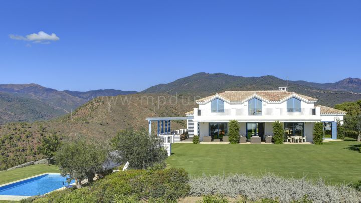 Benahavis, Spacious charming villa with sea views in Monte Mayor Country Club