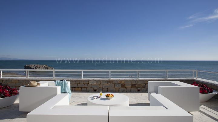 Casares, Modern frontline beach ground floor apartment in Casares Playa
