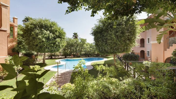 Real de Los Halcones - Development in Monte Halcones, Benahavis