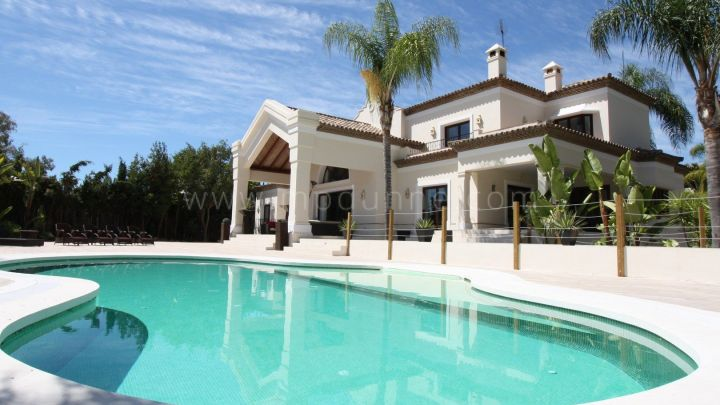 Nueva Andalucia, Front line Golf Modern Family Villa with extensive grounds.