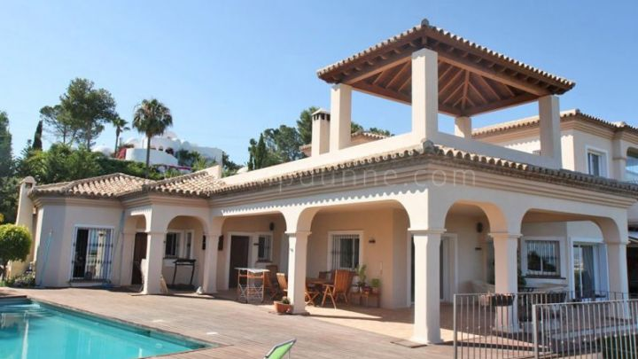 Benahavis, 5 bedroom family villa with great sea and golf views for sale in El Paraiso Alto