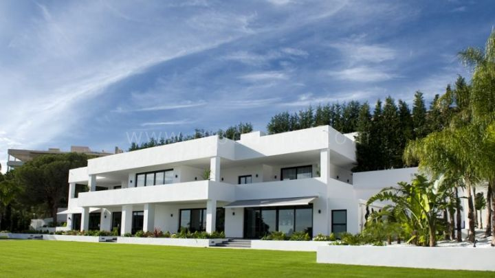 Nueva Andalucia, Modern Contemporary Luxury villa for sale in Las Brisas, Marbella